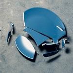 zerbrochener blauer Teller